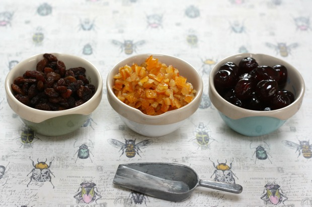 Mini Simnel Cakes for Easter  Really Pretty Useful 7