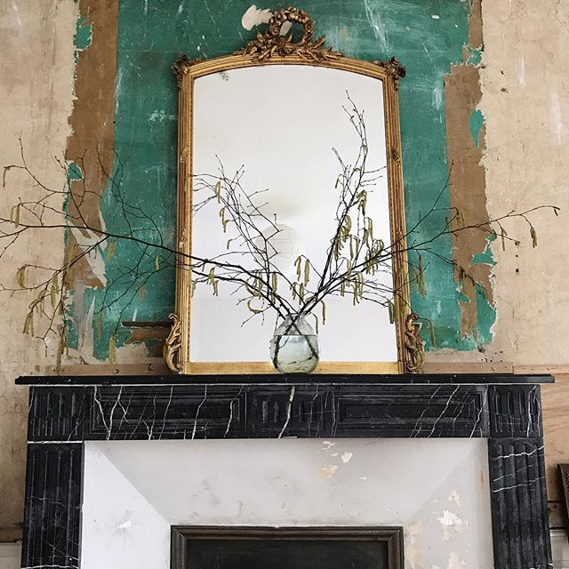 I had to forage in the hedgerows for some catkins to brighten up the mantle piece for our guests this weekend. The shabby rustic look is strong currently @chateaudelaruche xx