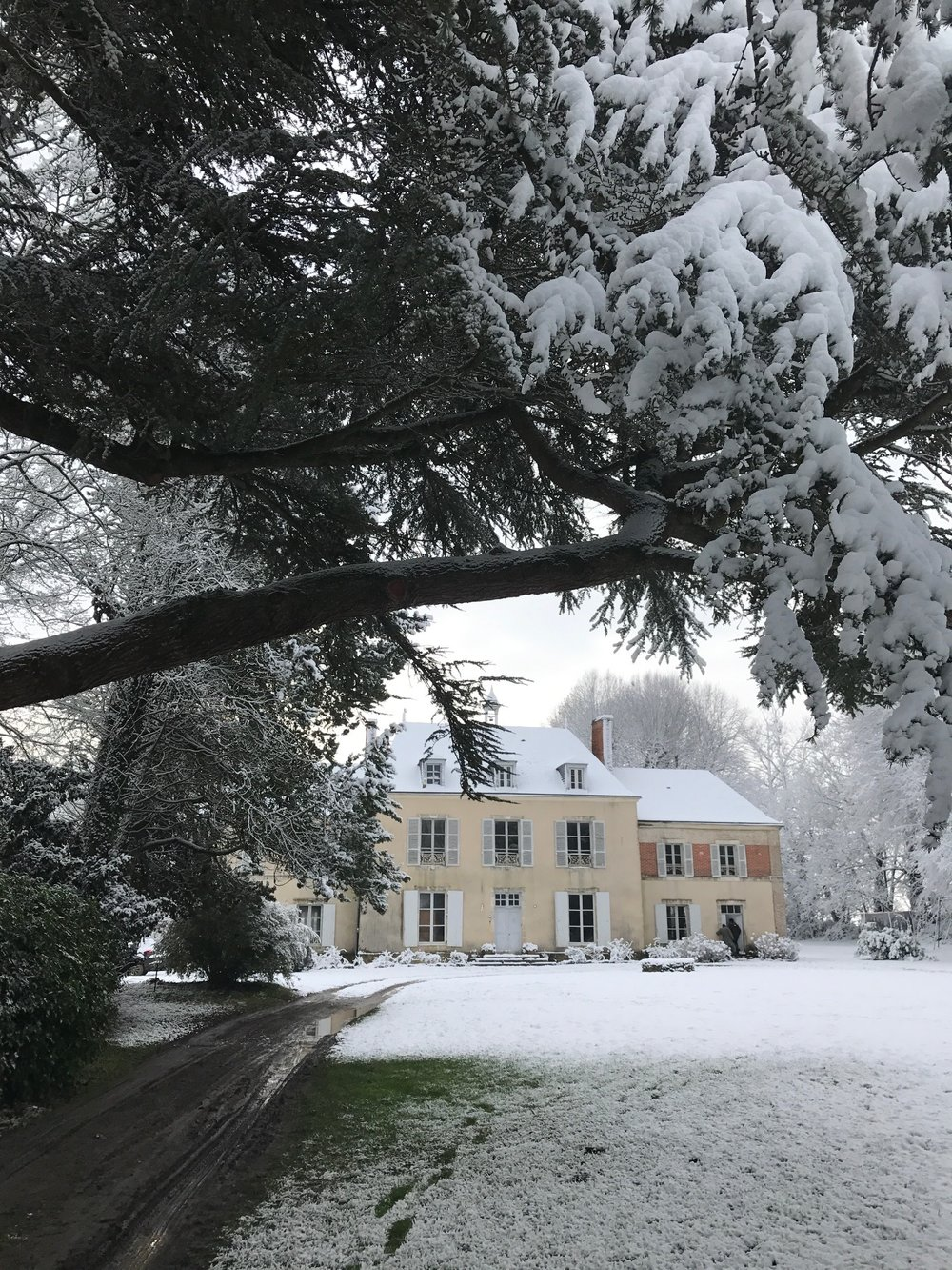 Chateau de la Ruche in the snow