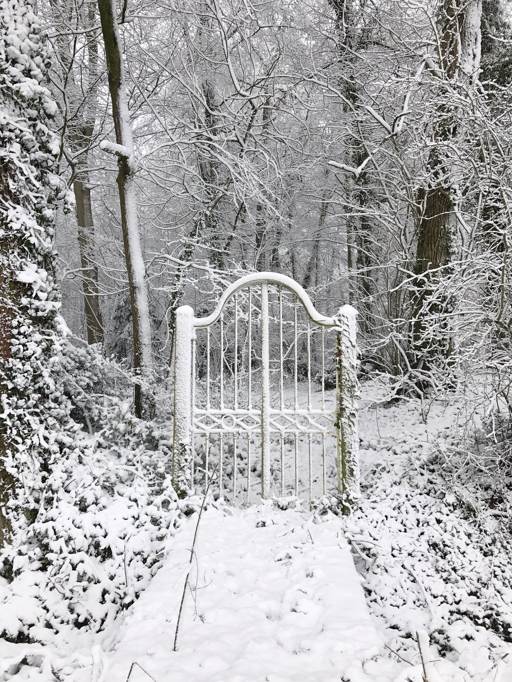 The gate to nowhere at Chateau de la Ruche in winter
