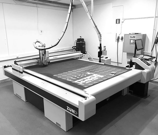 We are very pleased to announce that we have now added a brand new ZUND CNC routing machine to our workshop. From next year we will be able to offer CNC cutting in a whole range of materials up to 2500x1800mm.  This is a very special type of digital CNC and the only one of this high specification in Finland. It is especially configured for working with wood and in combination with our other printing and laser machines. Allowing us to keep offering the highest quality and fastest production times to our clients, but now in larger sizes and large range of materials.  Including; plywood, solid wood, paper, cardboard, kapa board, honeycomb board, Dibond, all plastics, aluminum, solid surface materials, all up to 40mm thick.