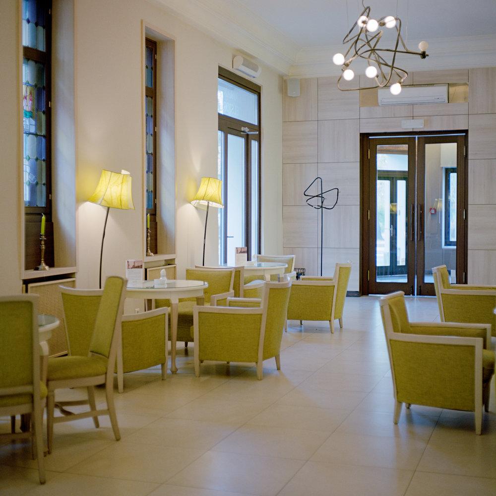 Hotel Excelsior  2012 80cm x 80cm C-print  1/3 + 1 AP