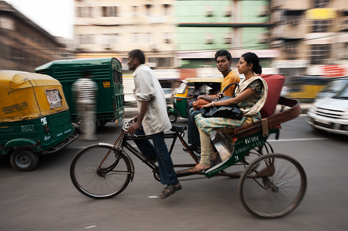 091201_delhi_india_cycle_rickshaw_motion_pan_passenger_look_mg_75131[1].jpg