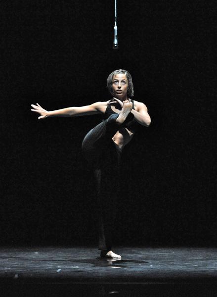 Photo-credit: Phoenix Dance Theatre, Copyright: Brian Slater
