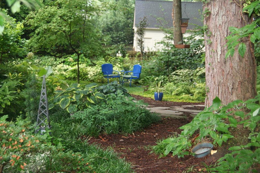 summer-garden-blue-pots-IMG_3844creative-friends-series.JPG