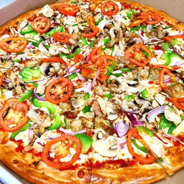 Chicken Deluxe Pizza just the way you like it! #Fourbrotherspizza #Oakville #Mississauga #Burlington #Pizza