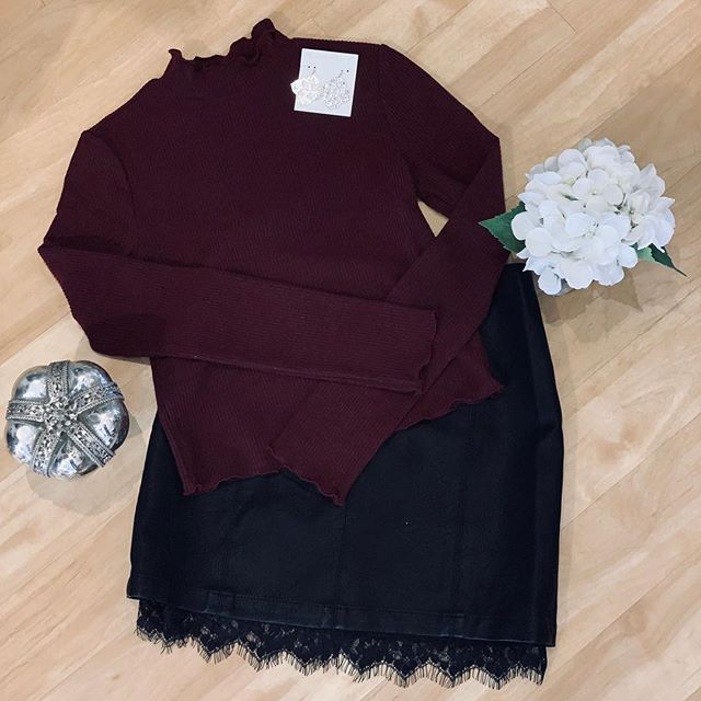 NEW super cute mildly cropped turtle neck and leather skirt with lace detail on the bottom 😍 hurry and get this outfit before it's gone because WOW... just WOW . . . . . . . #ootd #trendy #cincyboutique #boutique #shopcincy #shopsmall #trendyoutfit #cincinnati #montgomeryohio #cincyshops #cincyshop #cincinnatishops  #winteroutfit #leatherskirt #bbdakota #jackbbdakota