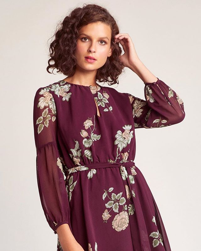 A beautiful winter rose printed chiffon dress with sheer balloon sleeves, a keyhole neckline and the perfect tie waist detail. Perfect for a day of errands or a night out on the town!