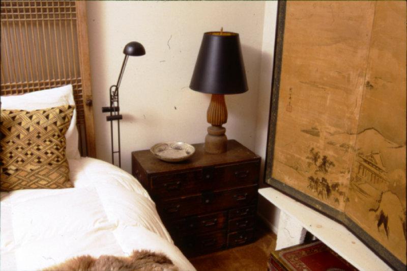 II- 16 Ko-dansu bedside cupbrd.jpg