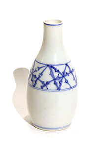C-30b-sake-bottle_00.jpg