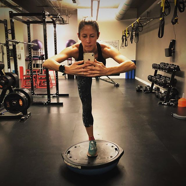 Stretch, Balance, Strengthen, Repeat... 💪 I like to combo my strength & physio work wherever possible with a bosu ball, ball and bands. I do very little that isn't primarily just body weight.  #strengthtraining #gymlife #bodyweight #rehab #physicaltherapy #injuryprevention #movebetter #functionalfitness