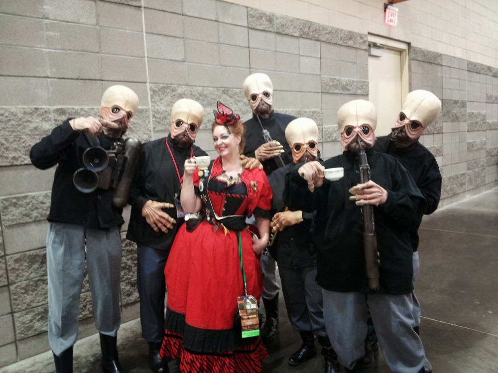 Madame Askew enjoying tea with the Cantina band at Phoenix Comic-Con 2014