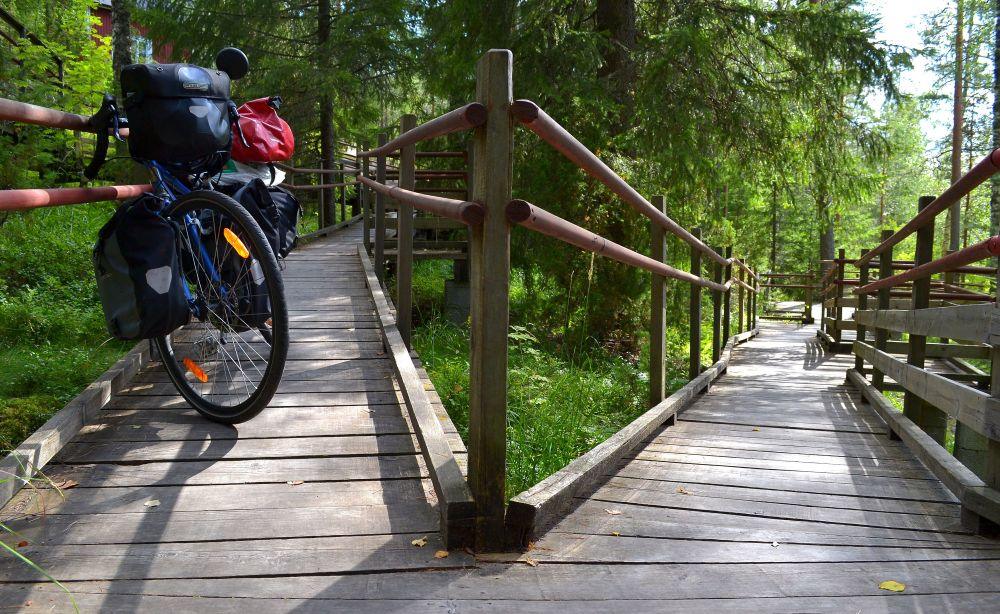 Myös liikuntarajoitteiset pääsevät Kurjenpesän uimalaiturille. Kuten me pyöräilijät.