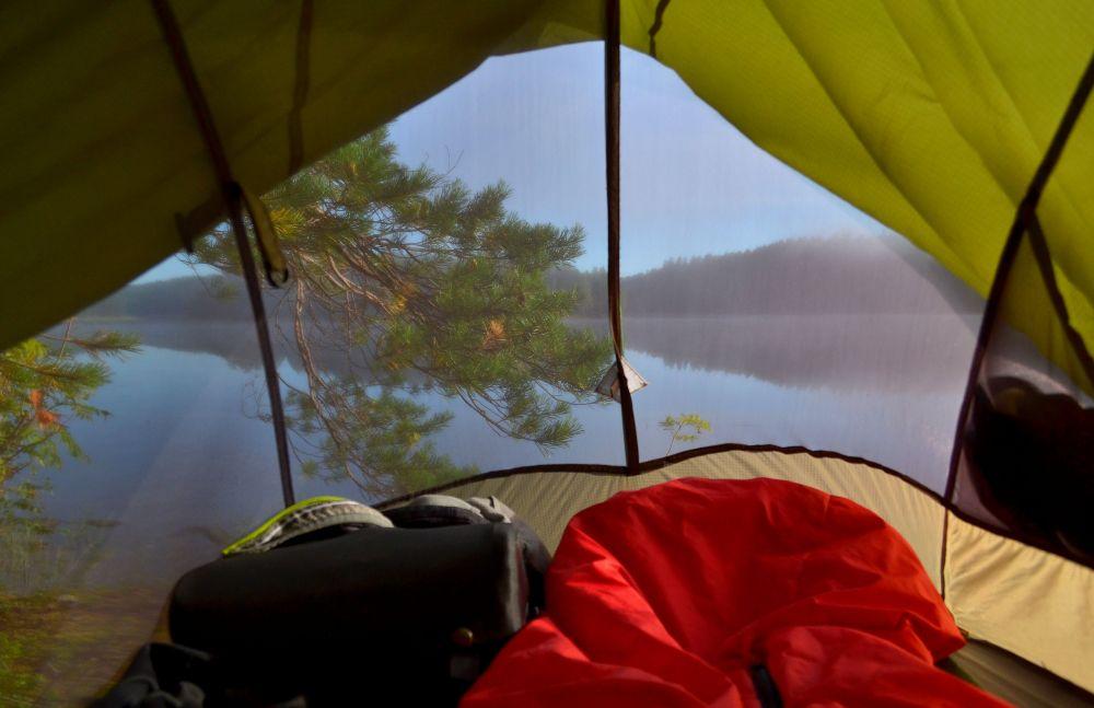Aamumaisemat sumuiselle Tervajärvelle. Kävin ottamassa pari kuvaa ja palasin nukkumaan.