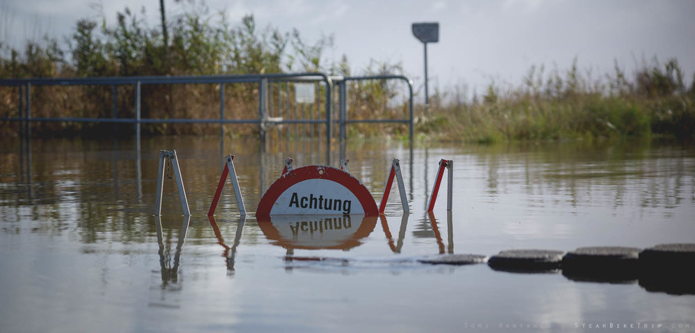 Achtung - possible flooding.