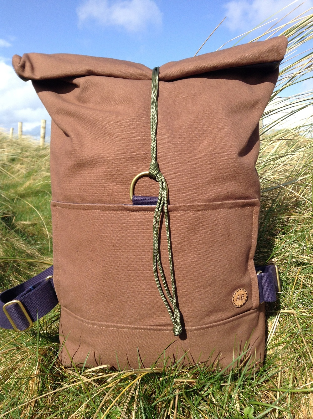 The rolltop feature allows for adjustable carry volume, so you can carry a little or a lot in a secure fashion