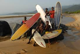 Besides beautiful beaches the coastlines of Sierra Leone and Liberia share two unique projects in West Africa: a local community of surfers. In Bureh Town (SL) and Robertsport (Lib) local children and  -