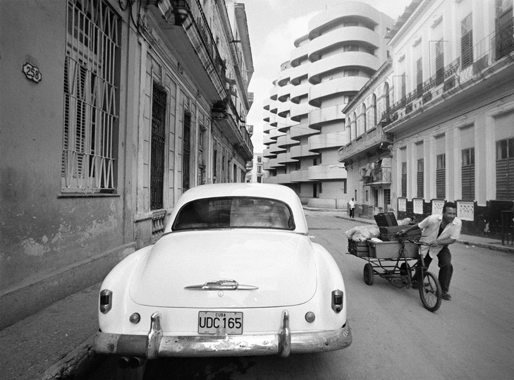 Car and Building Havana, Cuba 2003 Copyright © Mark Chester