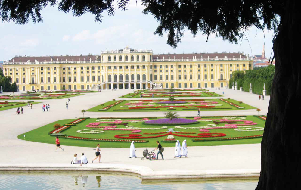 Imperial Palace Vienna Wide.jpg