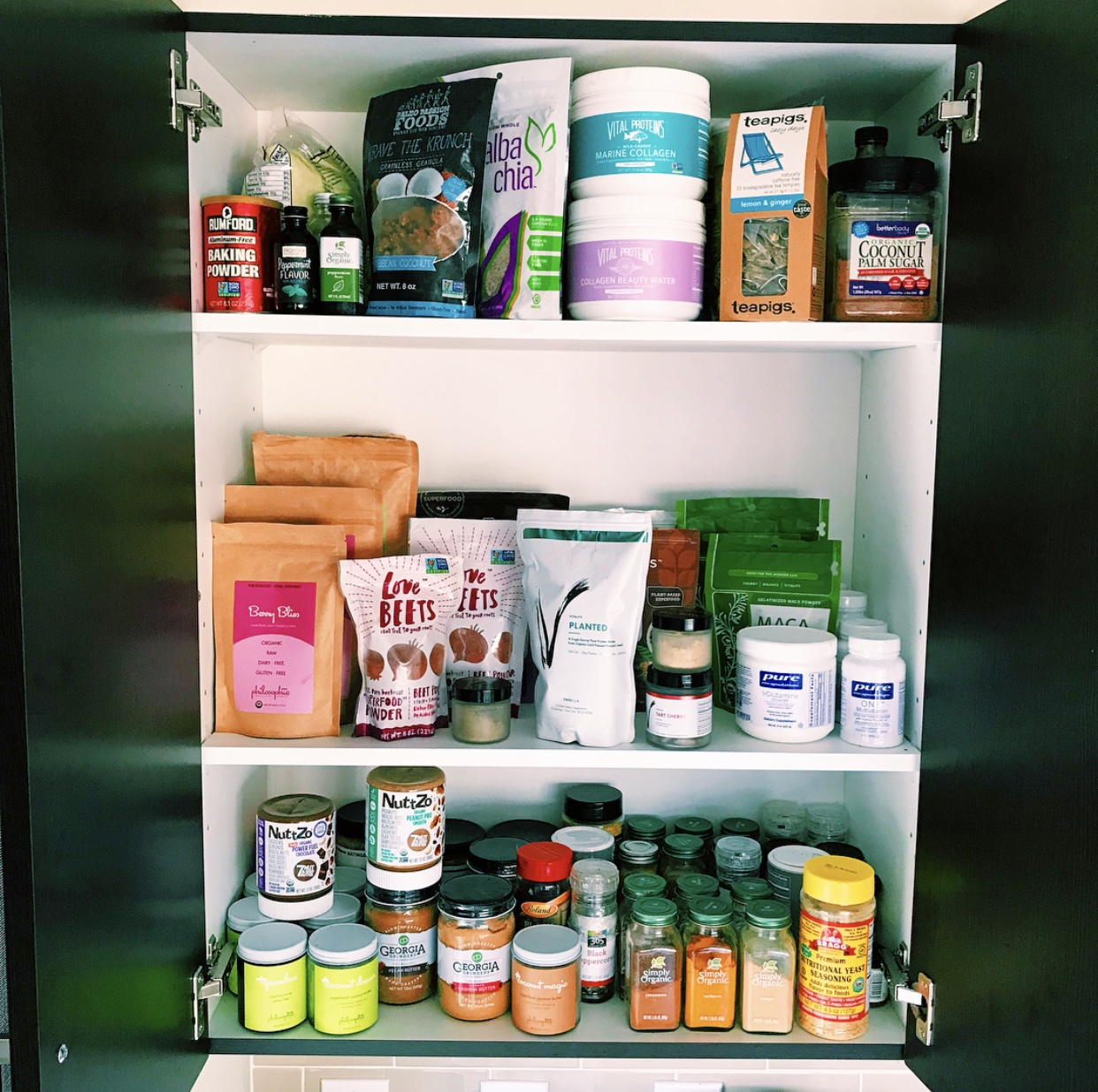 55521b1f2e5 SPOTLIGHT: WHAT'S IN MY PANTRY — balance with b