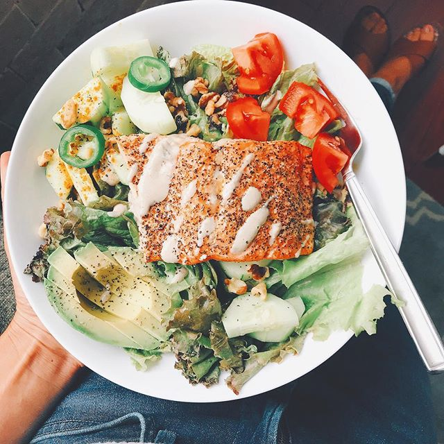 super early lunch 🥙 this week flew by for me & felt that i finally had my ish together. ironically as i gave up coffee this week 🤔 usually i have one or two days where i look back and wonder if i actually did anything; ya know? . . For this bowl, i added in roasted wild salmon w/ @sietefoods spicy blanco cashew cheese, butter lettuce, chopped walnuts - you can toast them quickly in oven too with seasonings for a few mins, tomatoes, cucumbers, avocado, jalapeños. The dressing i used was @primalkitchenfoods green goddess. I love all of theirs; esp the turmeric one! Salmon, sea salt + pepper at 400 degrees for 12-15 mins 👻. #lunch #foodfriday #notasaddesklunch #dairyfree