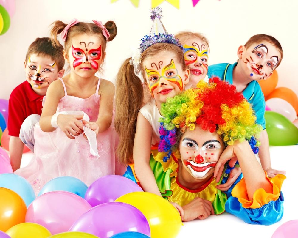 children_clown_fun_balls_white_background_80185_5209x4172.jpg