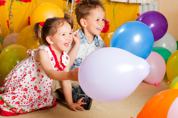kids_playing_with_balloons.jpg