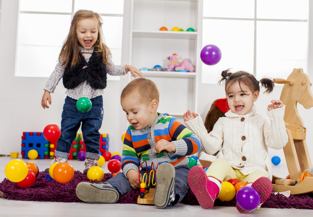 sf-children-playing-in-playroom-with-balls.jpg