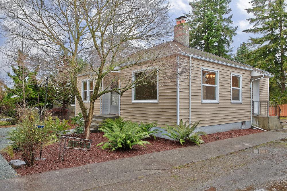 11337 15th Ave NE, Seattle {Heather Rogers} 12.10.15- EDITED-0004.jpg