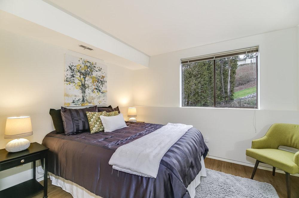 bedroom lower.jpg