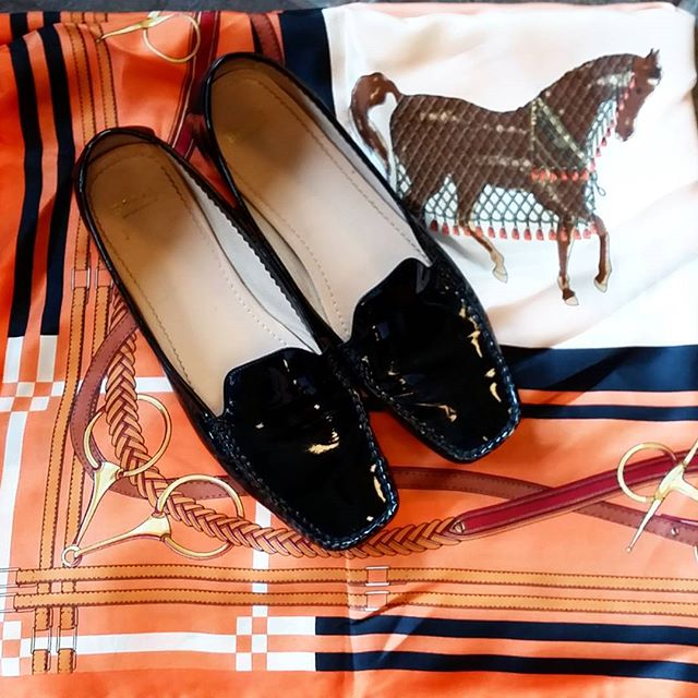 Two best friends:Bally and Hermès  Loafers:$175 Size:9.5 Scarf:$125  #dfw #dallas #Grapevine #Texas #tx #revolving #closet #consignment #fancy #fashion #summer #shoes #bally #hermes