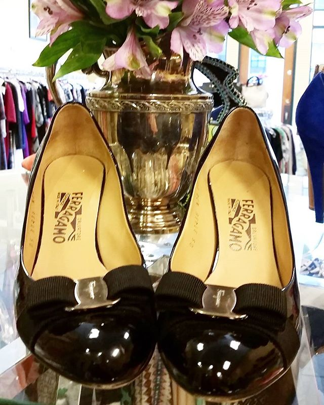 FERRAGAMO HEELS! Size:9 Price:$65  #consignment #fancy #fashion #summer #shoes #heels #df #closet #resale #revolving #closet #Grapevine #dallas