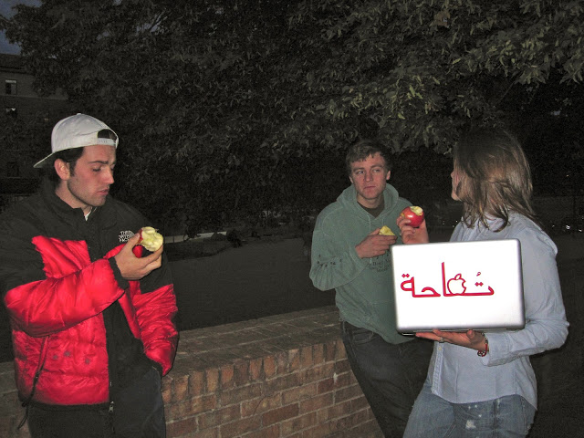 Tufaha+guy+with+apple.jpg