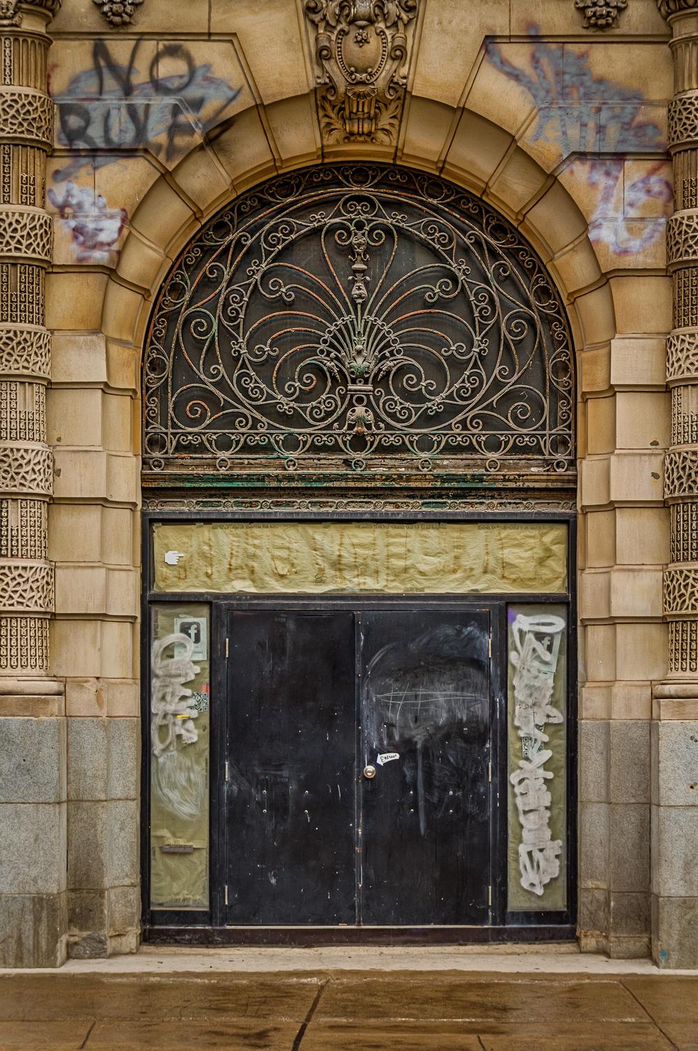 20140816_Grafitti and Architechture - Latin Quarter_IMG_5729_HDR-M.jpg