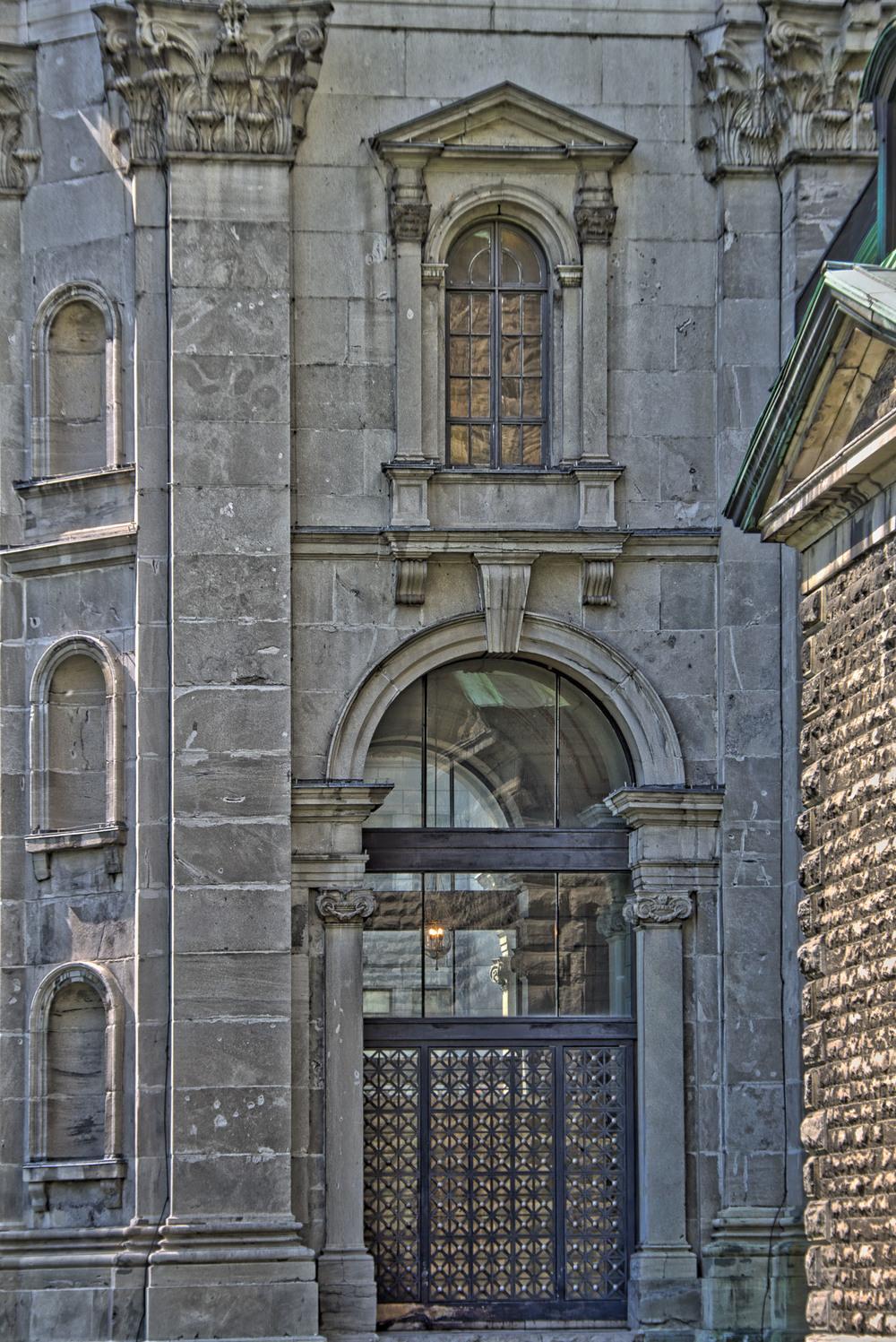 Marie Reine du Monde Cathedral-25_AuroraHDR_HDR_0.jpg