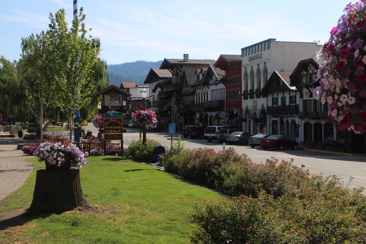 Leavenworth - BAVARIAN CHARM | EAT & SHOPThe towering mountains surrounding Leavenworth are the backdrop to a plethora of outdoor adventures such as camping, hiking, biking, white water rafting, skiing and much more. The shops in Leavenworth have primarily been trinkets and trash for many years.  But lately a slew of chic boutiques, upscale restaurants, and tasting wine bars have popped up taking advantage of a captured audience.  Our favorite places to shop, dine, and wine taste are just a 25 minute ride from Wenatchee.