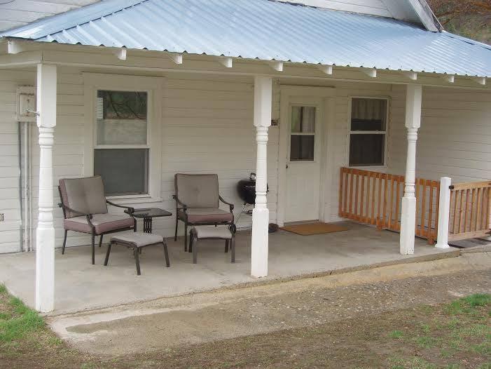 hampton homestead face 1.jpg