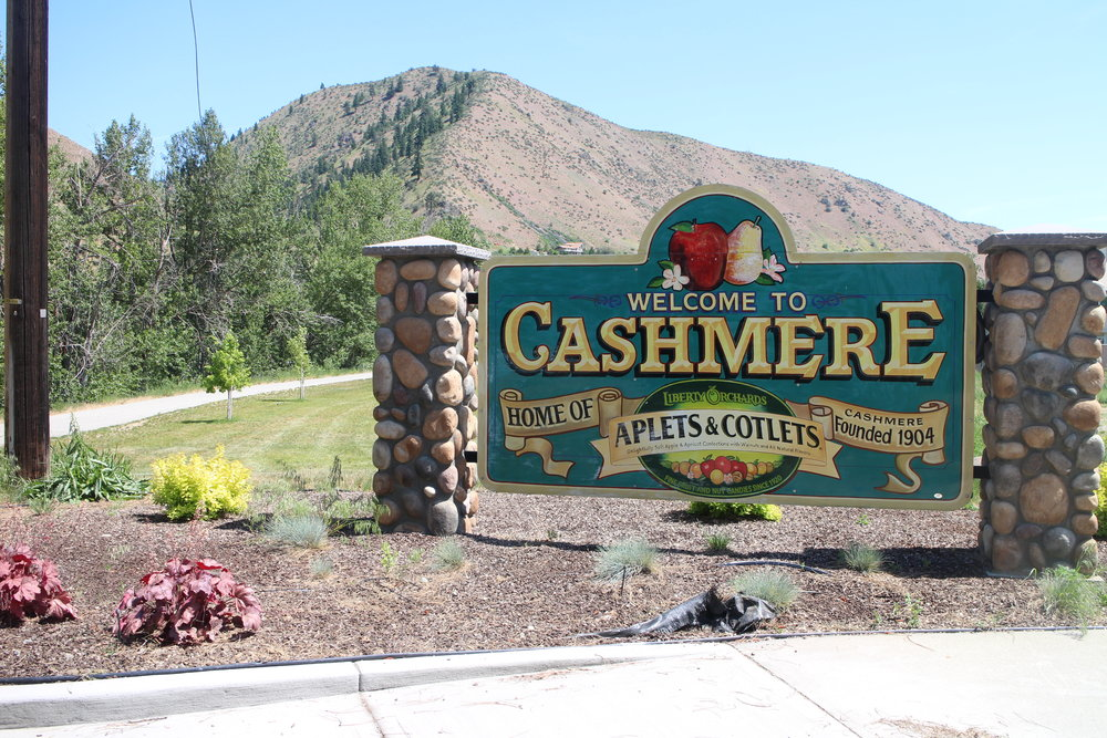 Cashmere - WINE TASTE | HISTORY | FAMILY FUN | EATWhere old meets new, everyone is friendly, and there's entertainment for everyone in the family.Cashmere, WA, is a quaint  little village on the Wenatchee River and the central point of Washington state.  The heart of Washington if you will.  Between Leavenworth and Wenatchee, Cashmere is a blink of the eye, but it's stand out wineries, eateries, and attractions are worth the turn off over the bridge and into this retro cool town.  Small town America at it's best with an refreshing new entrepreneurial spirit of artisan boutiques, bakeries, distilleries, wineries, and eateries that any discerning traveler will appreciate.