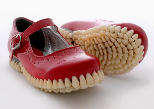 laughingsquid :      Apex Predator, A Super Creepy Sculpture Series Featuring Shoes With Soles Covered in False Teeth      Hyperdontiadidas