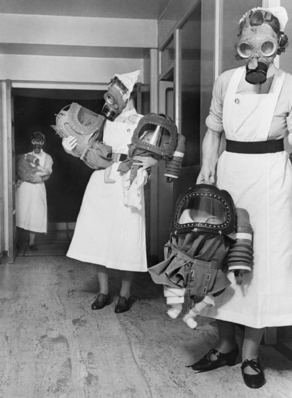 historiespast :      Gas masks for babies tested at an English hospital, 1940