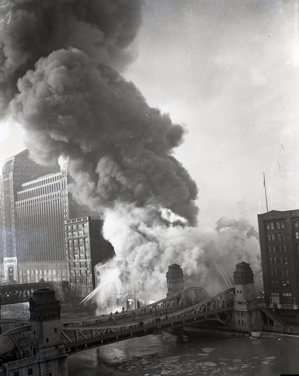 calumet412 :     Fireboats fighting a burning building at LaSalle St, 1951, Chicago.
