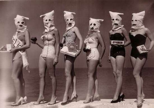 calumet412 :     Beauty pageant, Lincoln Park, 1950, Chicago.     Sweet gams and homemade murder masks. This is like a dream.