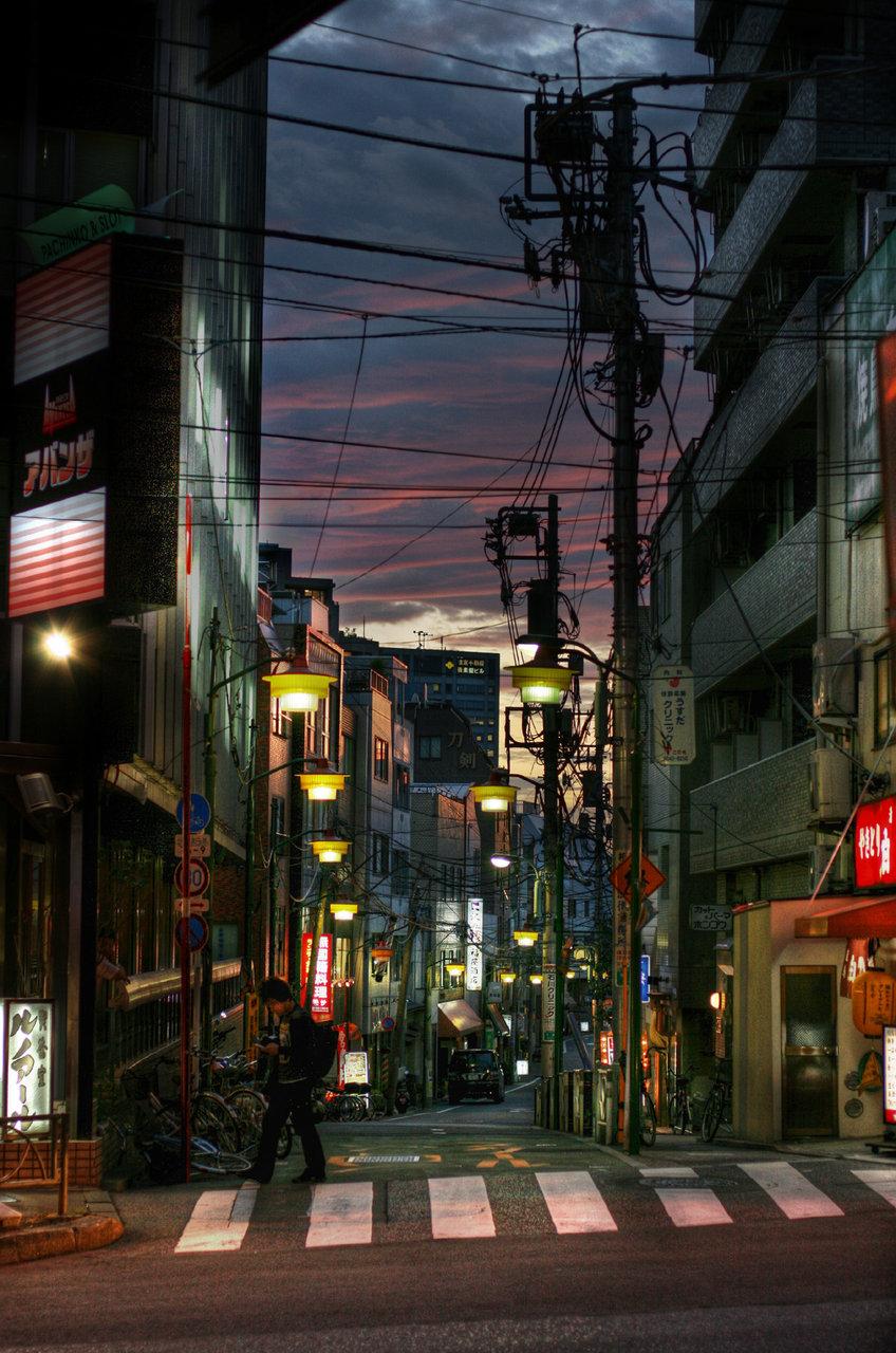 reginasworld :     Tokyo street after sunset