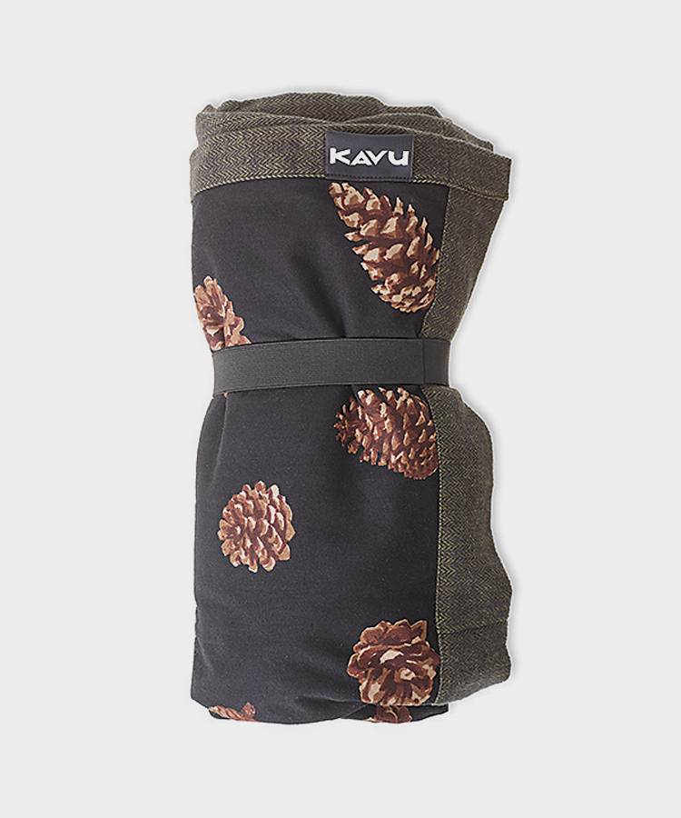 KAVU-F17-Accessories-Kavu-Pinecone-Blanket.jpg