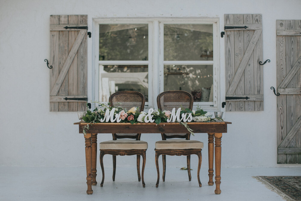 Sweetheart table simple rustic for Rustic simplicity