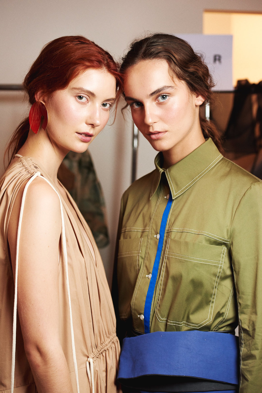 Backstage at Lee Mathews R19 | Tiggy Ridgway & Chiara Dorward