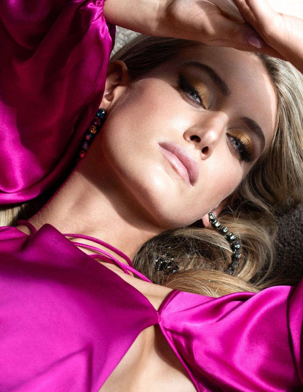 Caroline. - A few snaps with quick-witted model and actress, Caroline Lowe @carolinelowe IMG Models , Photographs: Dave Blake @daveblakephoto. Hair-Makeup: Simone Forte. Styling: Natalia de Martin. Location: Sydney, Australia