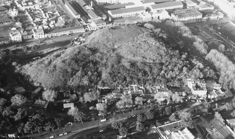An aerial photograph of Monte Testaccio (1979).