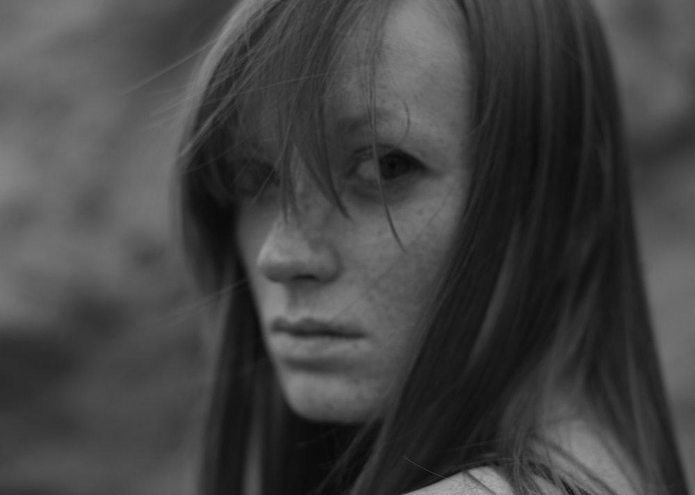 web_Kat_Kaye_Laura_Noelle-monochrome-portrait.jpg