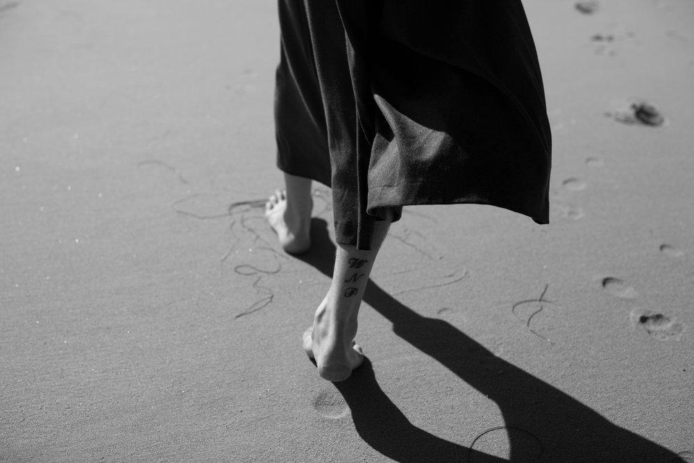 Josh_Dayne_Kat_Kaye-best-black-and-white-beach-photography.jpg